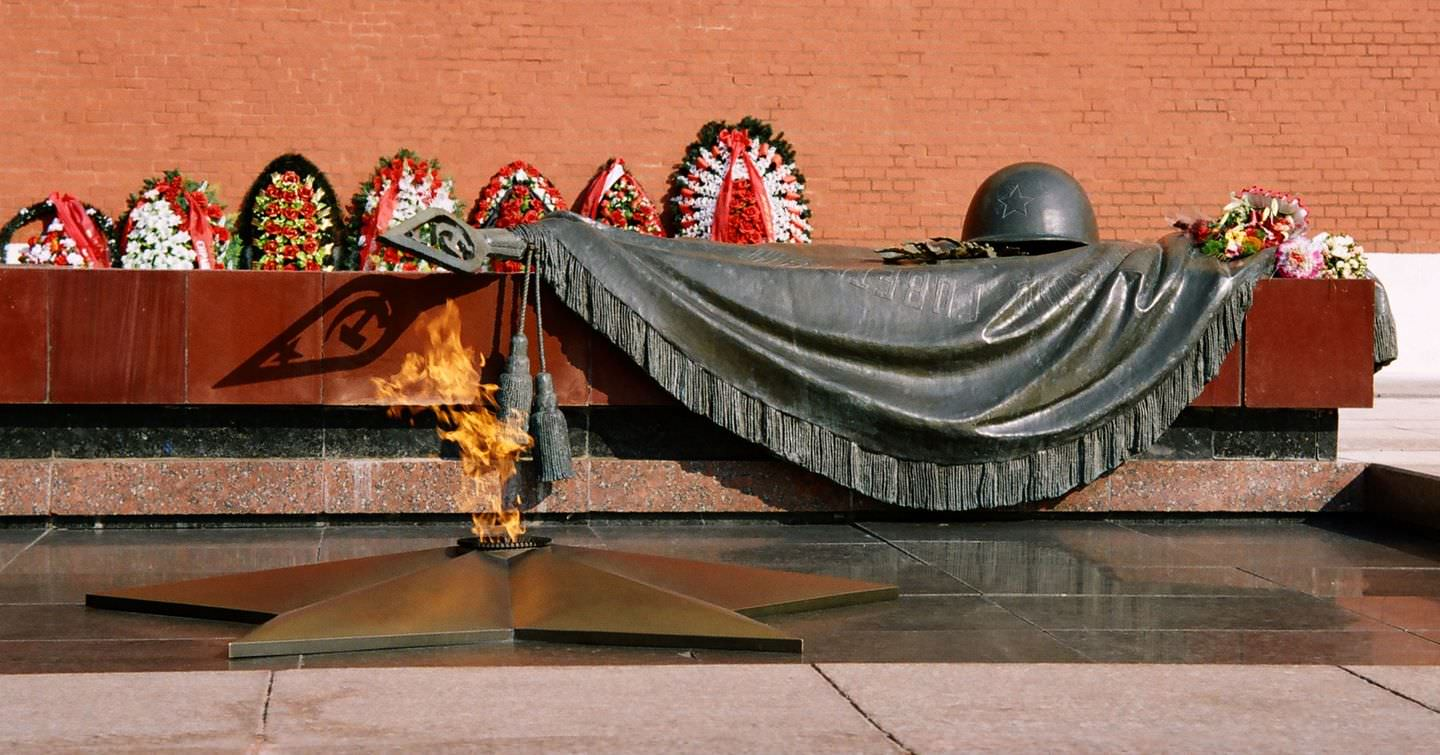 aupload.wikimedia.org_wikipedia_commons_b_b3_Tomb_of_the_Unknown_Soldier_2C_Alexander_Garden.jpg
