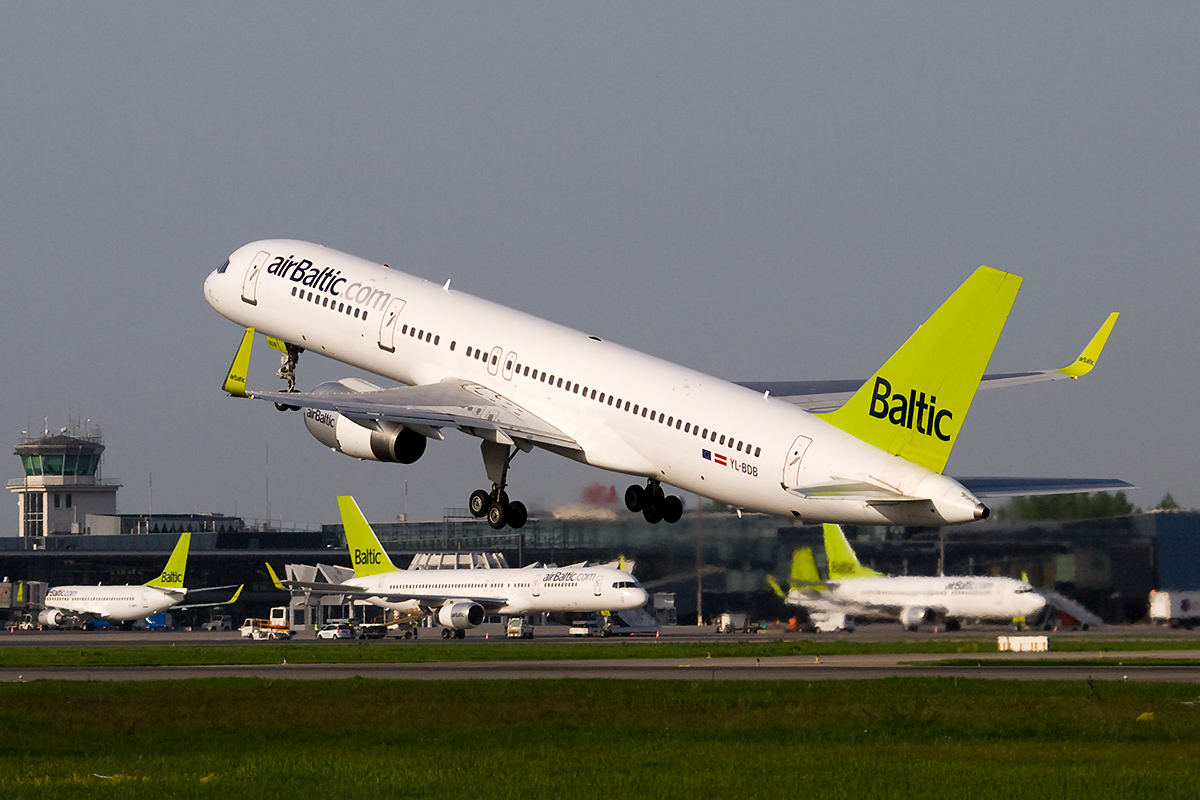 AirBaltic_Boeing_757-200_at_RIX.jpg