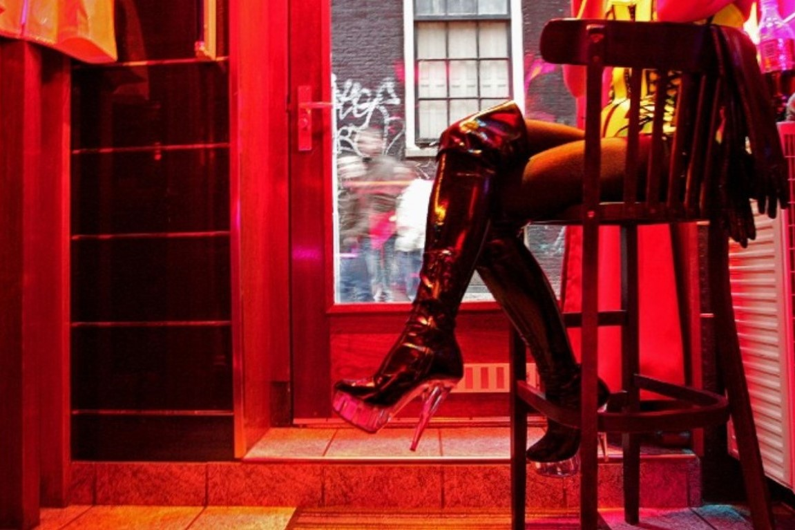 170414123159-amsterdam-red-light-district-prostitute-exlarge-169.jpg